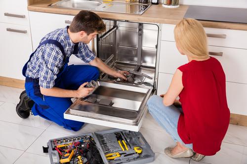 Как починить посудомоечную машину, если она не набирает воду