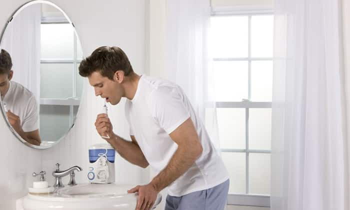 Чистим зубы ирригатором
