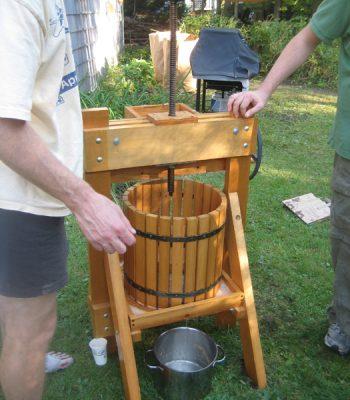 Как сделать соковыжималку для яблок своими руками