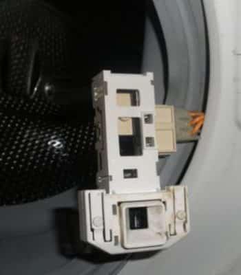 Что делать, если сломалась дверца стиральной машины