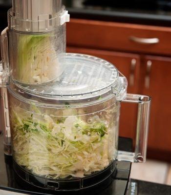 ТОП-5 лучших моделей кухонных комбайнов для шинкования капусты