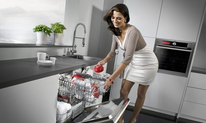 Посудомойка 2 (опять таки, женщина только для красоты)