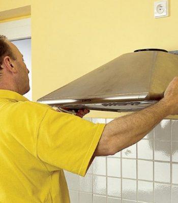 Правильная установка каминной вытяжки на кухне