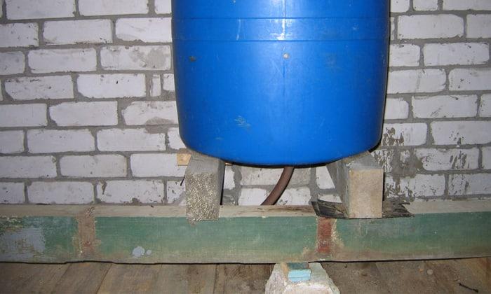 Создание давление по средствам резервуара