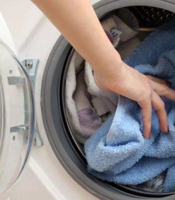 Почему стиральная машина не отжимает белье после стирки