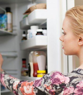 Что делать, если в холодильнике под ящиками скапливается вода