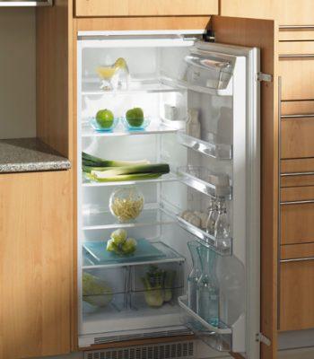 Какой холодильник лучше — встроенный или отдельностоящий?