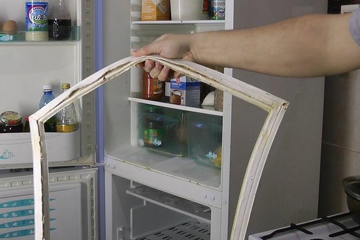Изношенный уплотнитель на холодильник
