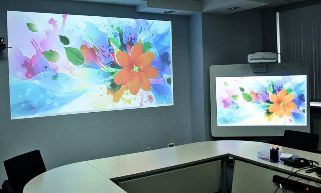 Размер изображения от проектора в сравнении с телевизором