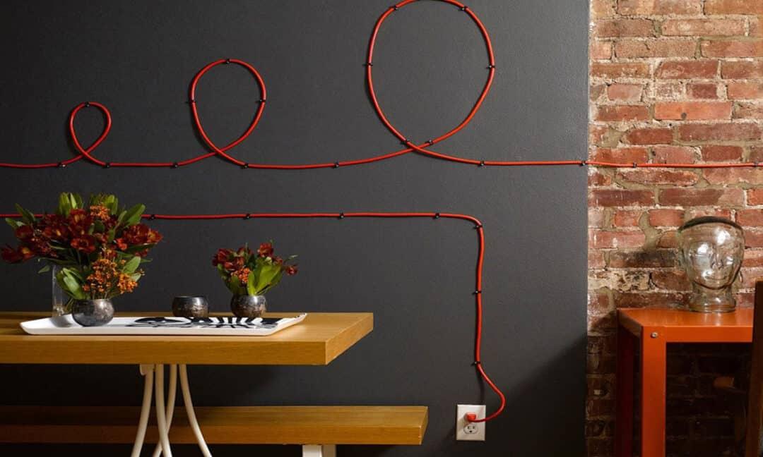 Скручивание проводов от телевизора на стене